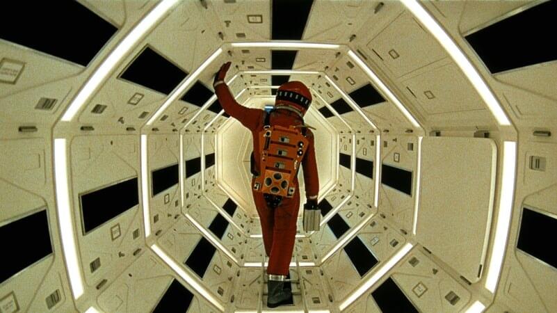 Dr. David Bowman caminando en el interior de la nave