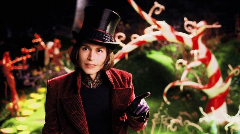 Willy Wonka señalando en Charlie Y La Fábrica De Chocolate
