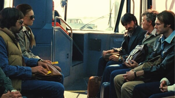 Tony en el autobus en Argo
