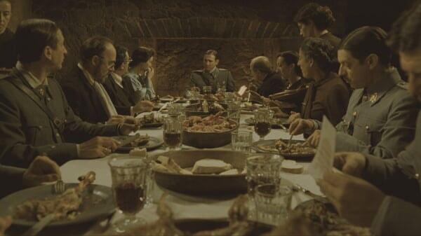 El Capitán Vidal en la mesa en El Laberinto Del Fauno