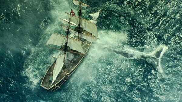 Barco en medio del mar en En el Corazón del Mar