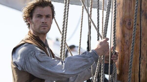 Owen en el barco en En el Corazón del Mar