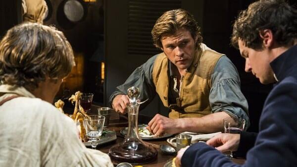 Owen, George y Matthew comiendo en En el Corazón del Mar