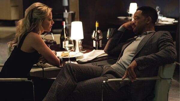 Jess cenando con Nikky en Focus: Maestros de la estafa