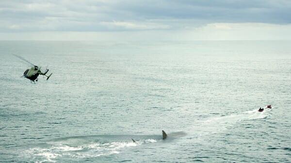 Helicóptero en el mar en Megalodón