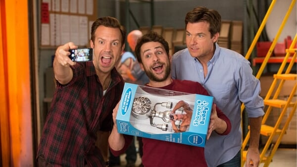 Nick, Dale y Kurt presentando su producto en Quiero Matar a Mi Jefe 2