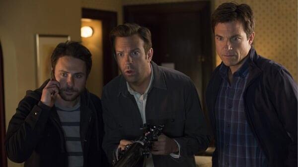 Nick, Dale y Kurt preocupados en Quiero Matar a Mi Jefe 2