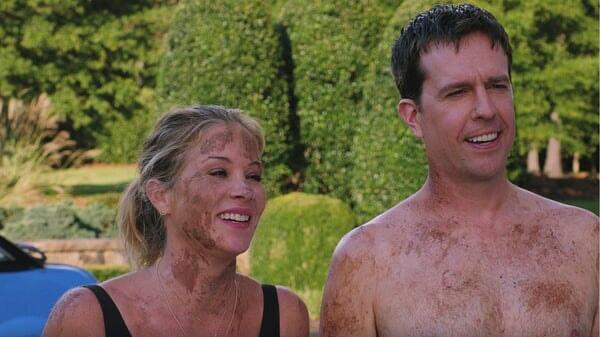 Russell y Debbie sonriendo en Vacaciones