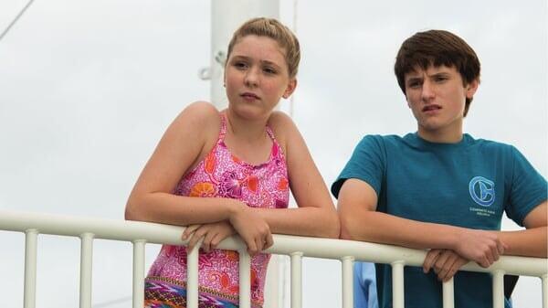 Hazel y Sawyer mirando en Winter El Delfín 2