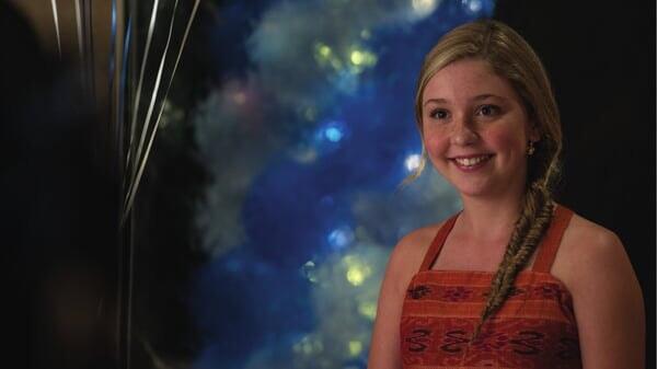 Hazel sonriendo en Winter El Delfín 2